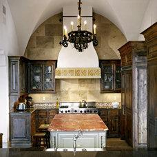 Mediterranean Kitchen by Sendero Homes