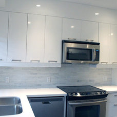 Contemporary Kitchen by Avalon Contracting