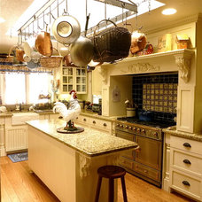Farmhouse Kitchen by Will Pro Construction