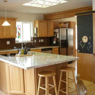 Traditional kitchen designs - Elegant kitchen photo in Portland