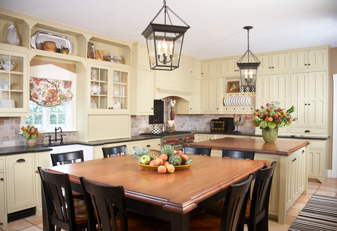 Traditional Kitchen by Gale Michaud Interiors