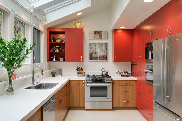 Contemporary Kitchen by Martha Kerr/MCKD, CMKBD, CR/Neil Kelly Company