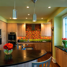 Contemporary Kitchen by High Country Kitchens