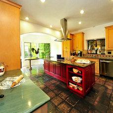 Mediterranean Kitchen by LA Dwelling