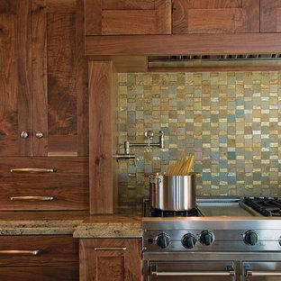 Esempio di una cucina stile rurale con ante in stile shaker, ante in legno scuro, top in granito, paraspruzzi multicolore, paraspruzzi con piastrelle a mosaico, elettrodomestici in acciaio inossidabile e pavimento in legno massello medio