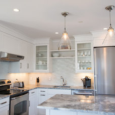 Beach Style Kitchen by Cheney Brothers Building & Renovation LLC