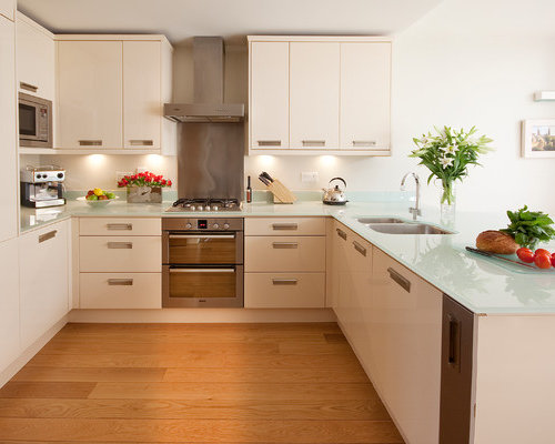 Small Trendy U Shaped Medium Tone Wood Floor Kitchen Photo In London With A  Double