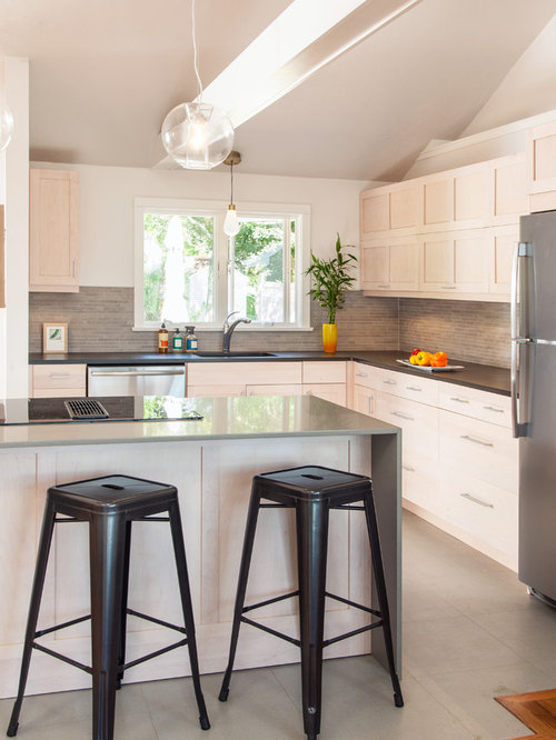 Mid Sized Trendy L Shaped Gray Floor Open Concept Kitchen Photo In Boston  With