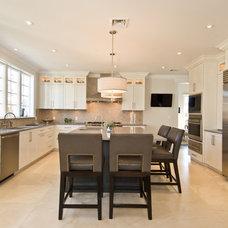 Modern Kitchen by James Traynor Custom Homes