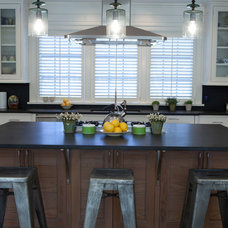 Beach Style Kitchen by Freestyle Restyle