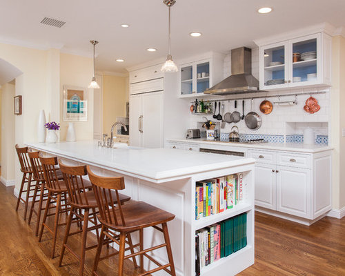 Example of a mid-sized classic galley eat-in kitchen design in Los Angeles