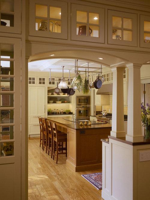 Inspiration For A Mid Sized Timeless U Shaped Medium Tone Wood Floor Eat
