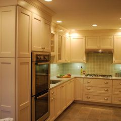 traditional kitchen by Jessica Williamson