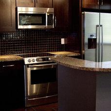 Modern Kitchen by Adentro Designs