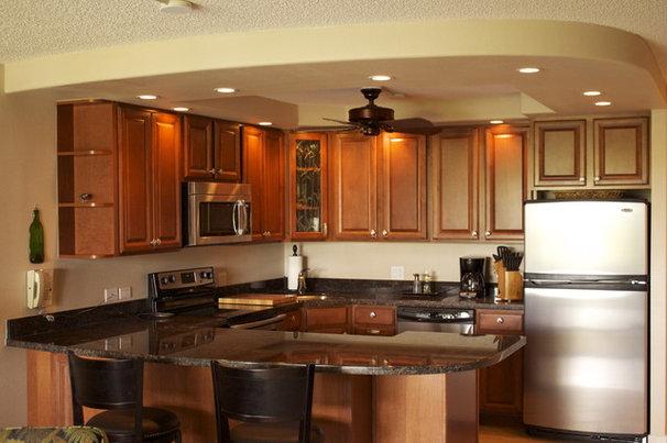 Tropical Kitchen by marten g remodels