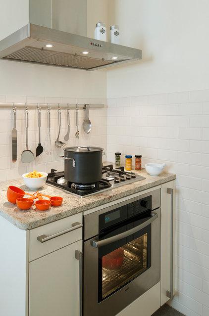 Transitional Kitchen by CARNEMARK