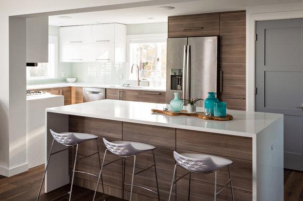 Coastal Kitchen by Cape Associates, Inc.