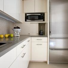Modern Kitchen by S+H Construction