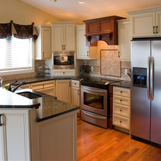 Traditional Kitchen by Home Life Interiors, Inc.