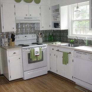 Идея дизайна: маленькая кухня в классическом стиле