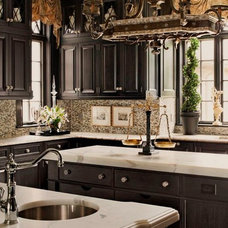 Traditional Kitchen by Anthony Como of Luxe Interiors