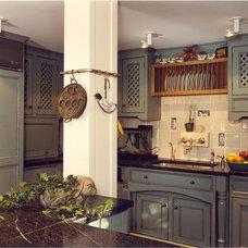 Traditional Kitchen by Holzman Interiors, Inc.