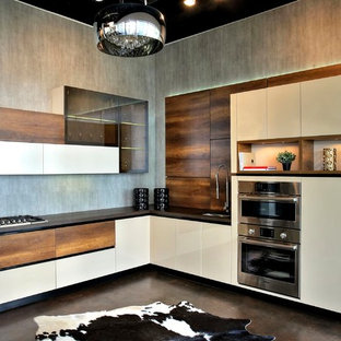 Mid-sized modern kitchen pictures - Mid-sized minimalist l-shaped concrete floor kitchen photo in Houston with an undermount sink, flat-panel cabinets, medium tone wood cabinets, solid surface countertops, stainless steel appliances and no island