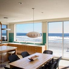 Beach Style Kitchen by Polsky Perlstein Architects