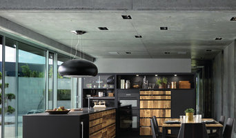 Contemporary Black and Wood Kitchen 2018