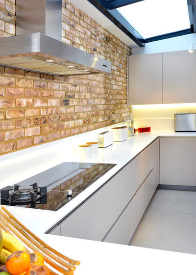 Contemporary Kitchen by Andrew Macintosh Kitchens