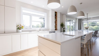Contemporary Clean Cut Kitchen with Handleless Cabinets