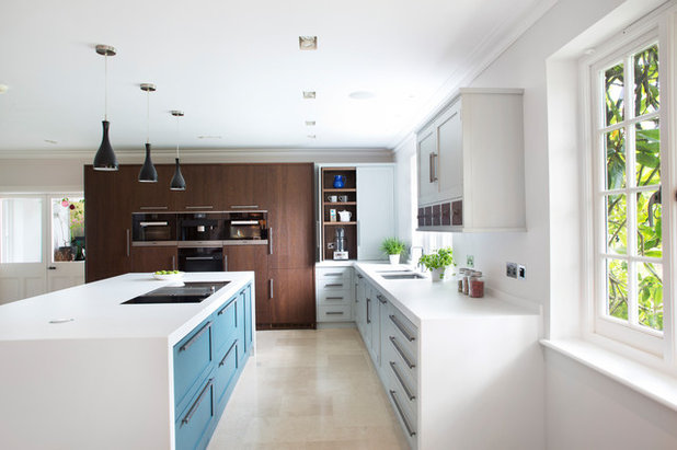 Contemporary Kitchen by Rencraft Ltd