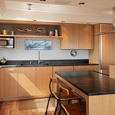 Modern Kitchen by Ravenworks Joinery