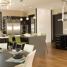 Modern Kitchen by Signature Design & Cabinetry LLC