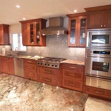 Modern Kitchen by Kitchen and Bath Experts