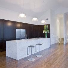 Contemporary Kitchen by Robyn Labb Kitchens