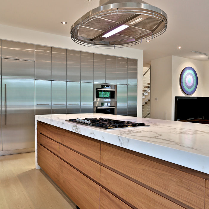 L shaped Contemporary Kitchen