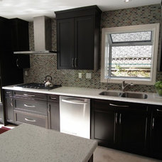 Contemporary Kitchen by SUPER SEVEN GROUP