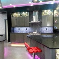 Modern Kitchen by Tampa Bay Millworks & Home Design Center