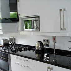 Contemporary Kitchen by Links Construction Ltd