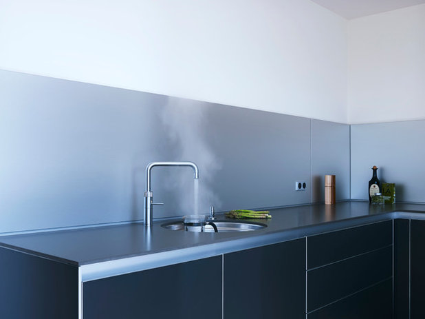 Modern Kitchen by SAPPHIRE SPACES l bulthaup Exeter