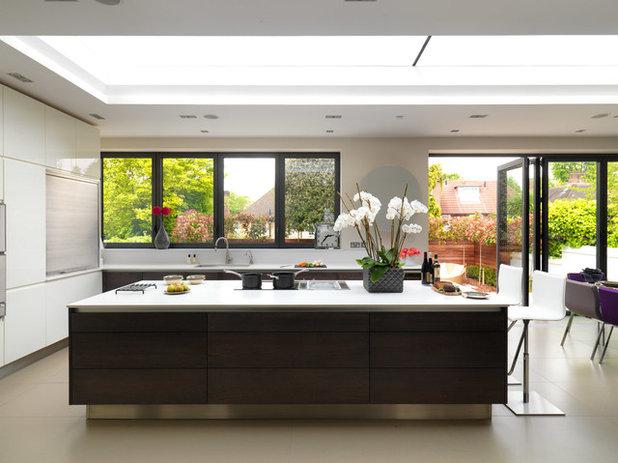 Contemporary Kitchen by Mia Karlsson Interior Design