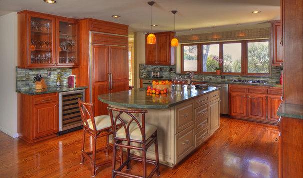 Tropical Kitchen by Pritzkat & Johnson Architects