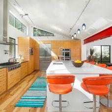 Contemporary Kitchen by Heimsath Architects