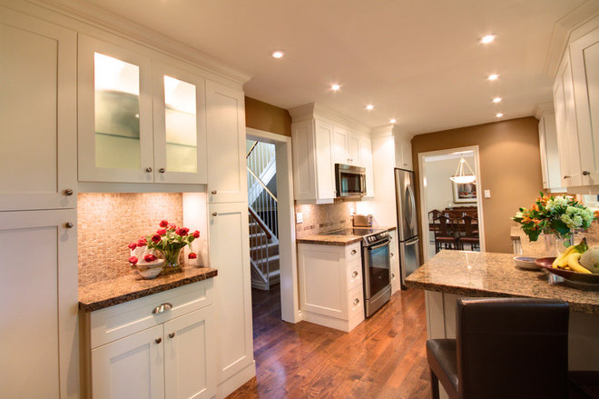 Contemporary Kitchen by Avalon Interiors