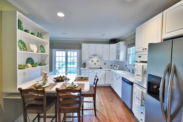 Contemporary Kitchen by Bungalow Home Staging & Redesign