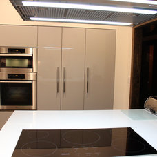 Contemporary Kitchen by Modiani Kitchens