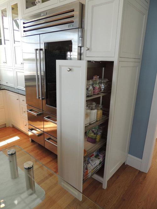 cuisine avec une cr dence bleue et un garde manger photos et id es d co de cuisines. Black Bedroom Furniture Sets. Home Design Ideas