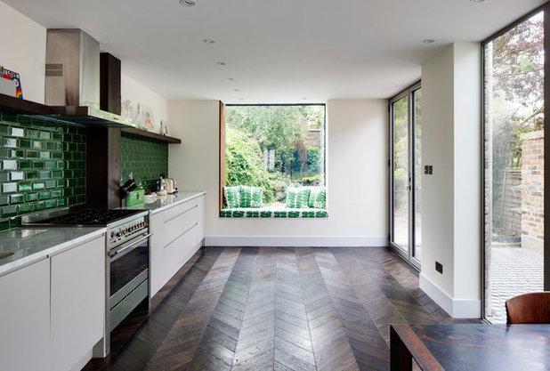Contemporary Kitchen by Cheville Parquet