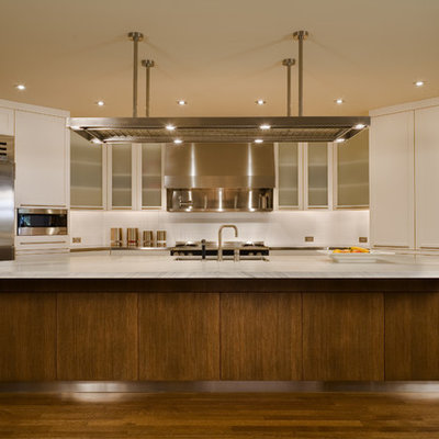 Trendy kitchen photo in Seattle with stainless steel appliances